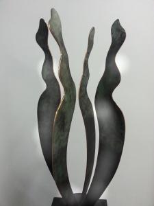 Vier Madammekes brons 2016 H 62 cm